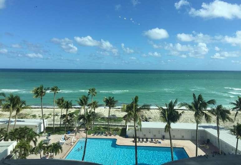 Ocean View Heights neighborhood of Miami, FL